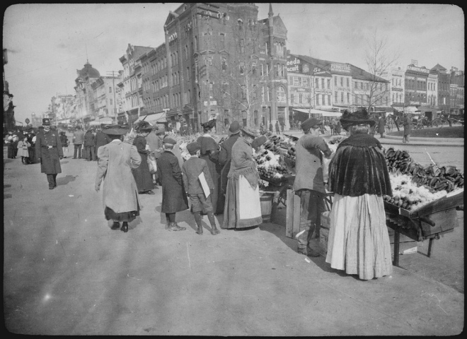 Shoppers at the outdoor food market, 7th Street at Pennsylvania Avenue, NW, Washington, D.C. View looking up 7th Street, ca. 1900